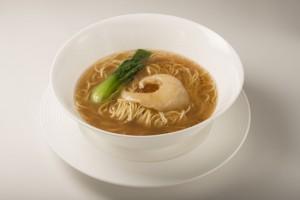 ふかひれ姿煮スープそば ¥4,500(税込)